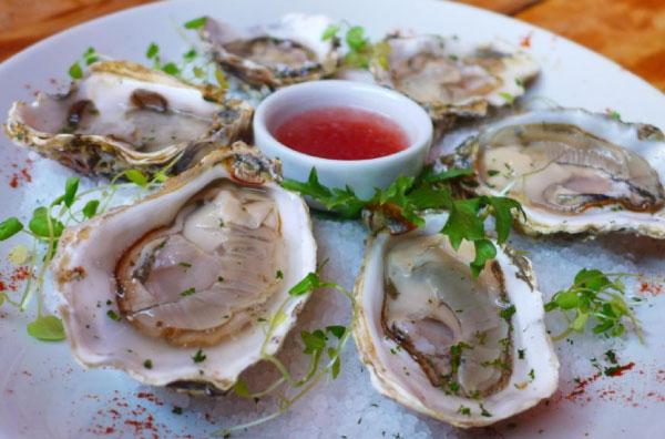 prato de ostras cruas