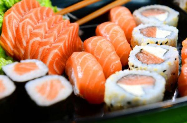 prato de comida japonesa